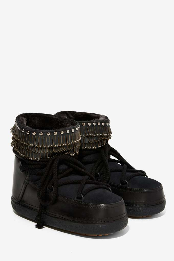 stylish_fashionable_snow_boots_alleygirl_new_york_fashion_blog_ikii_punk_leather