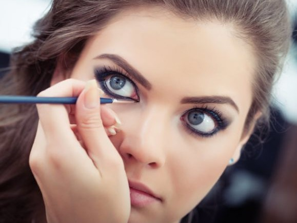best_eyeliners_and_brands_alley_girl