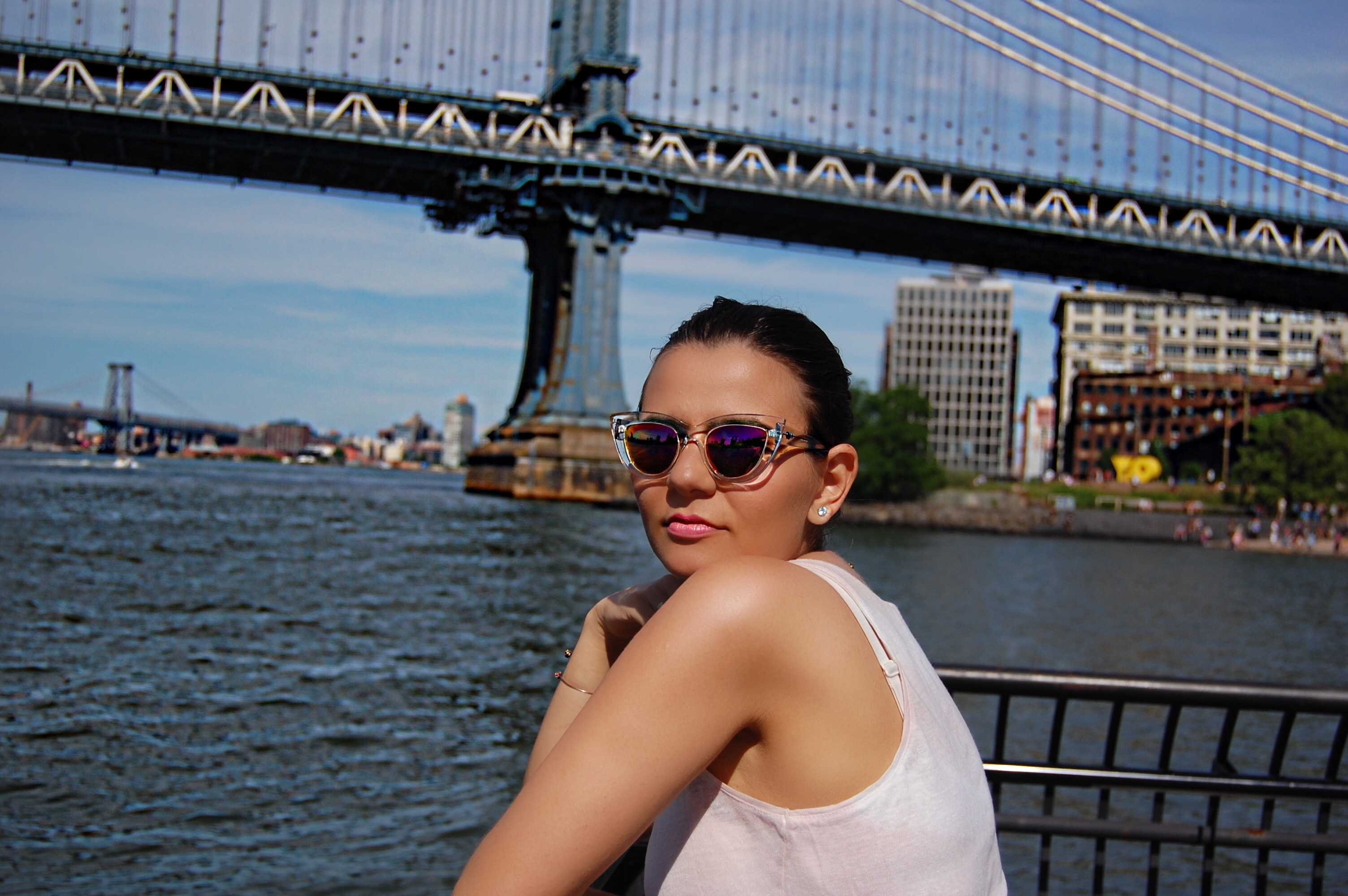 new_york_guide_brooklyn_dumbo_alley_girl7