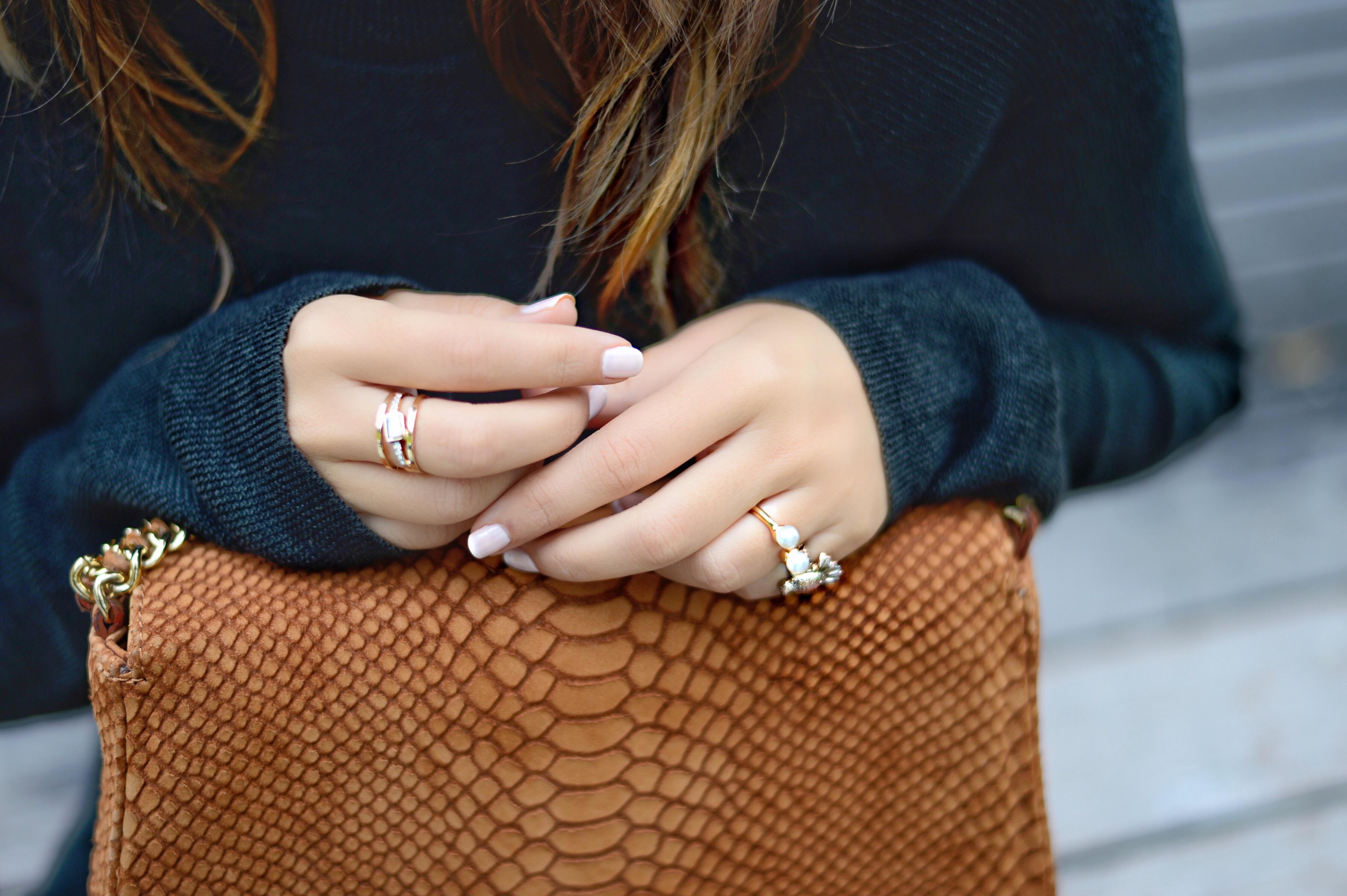 jersey-dress-gold-shoes-alley-girl-betul-yildiz-new-york-fashion-blogger-10