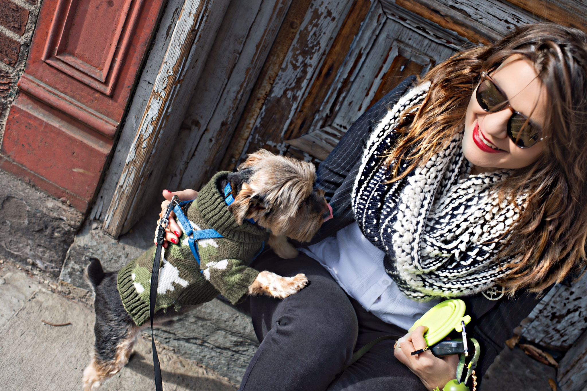 street-style-blogger-with-a-dog