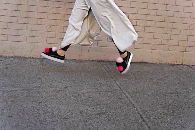 diy-fur-pom-pom-sneakers