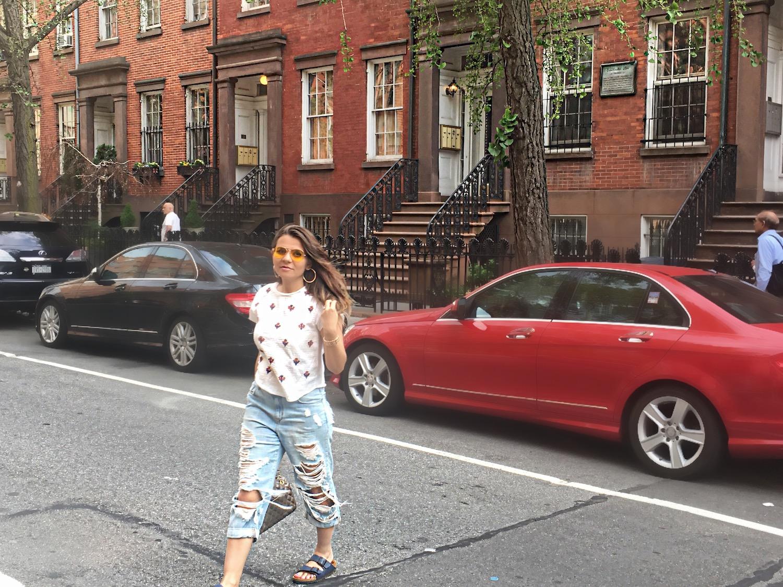 alley-girl-in-new-york-betul-k-yildiz