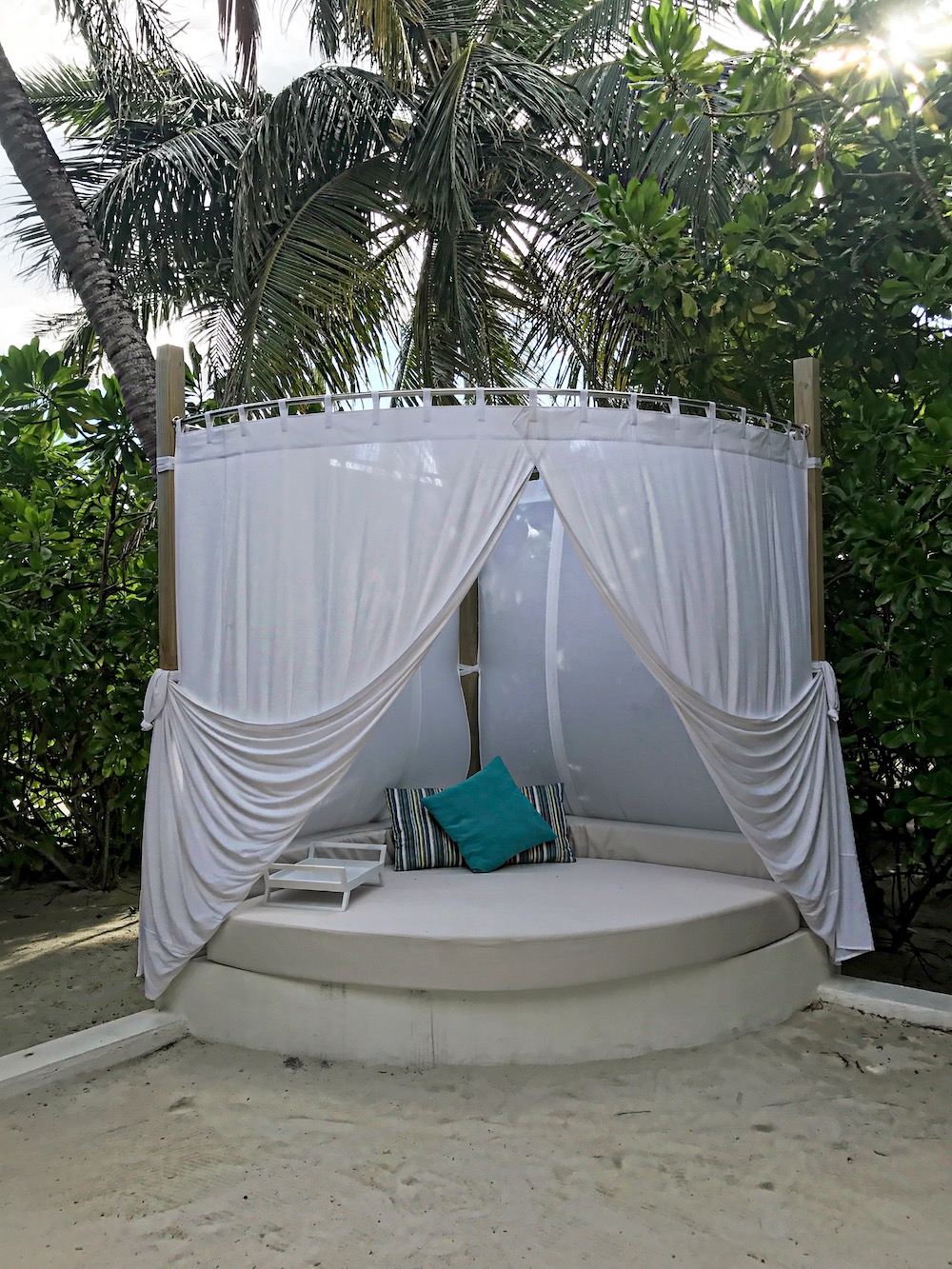alley-girl-fashion-travel-life-style-blog-velassaru-maldives
