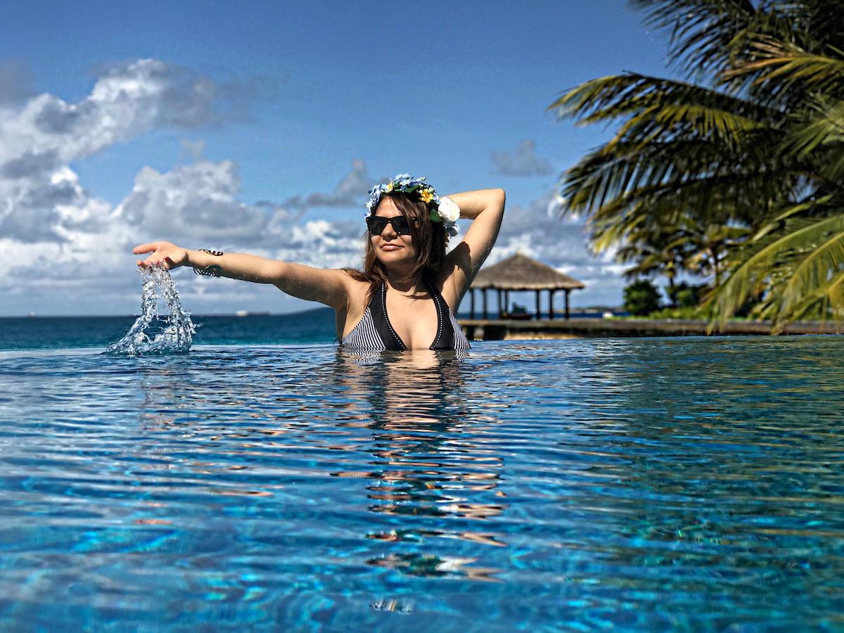 maldives-infinity-pool-alley-girl-fashion-travel-life-style-blog