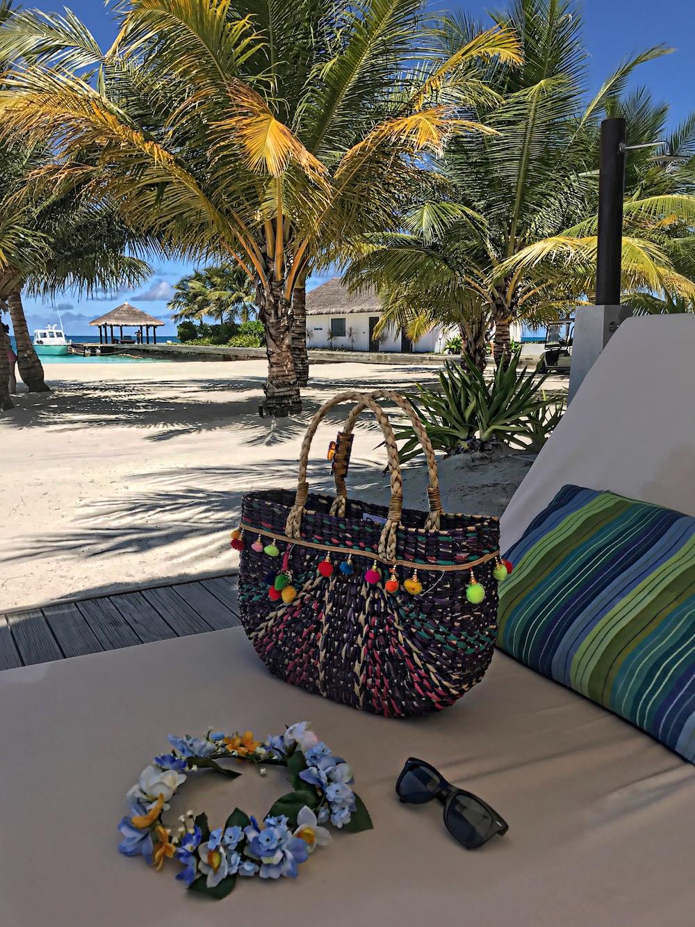 straw-pom-pom-bag-2017-alley-girl-fashion-travel-life-style-blog